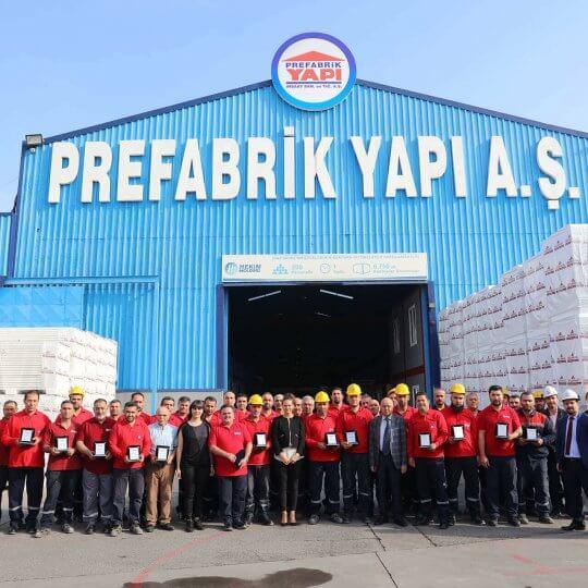 Сотрудники Префабрик Япы (Prefabrik Yapı) Получили Наградные Плакетки
